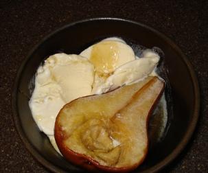 Honeyed Goat Cheese Ice Cream with Honey Roasted Pears.  Joy!